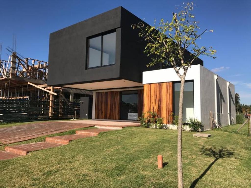 TIPAS - Moderna casa en venta a estrenar en Nordelta con mucho diseño