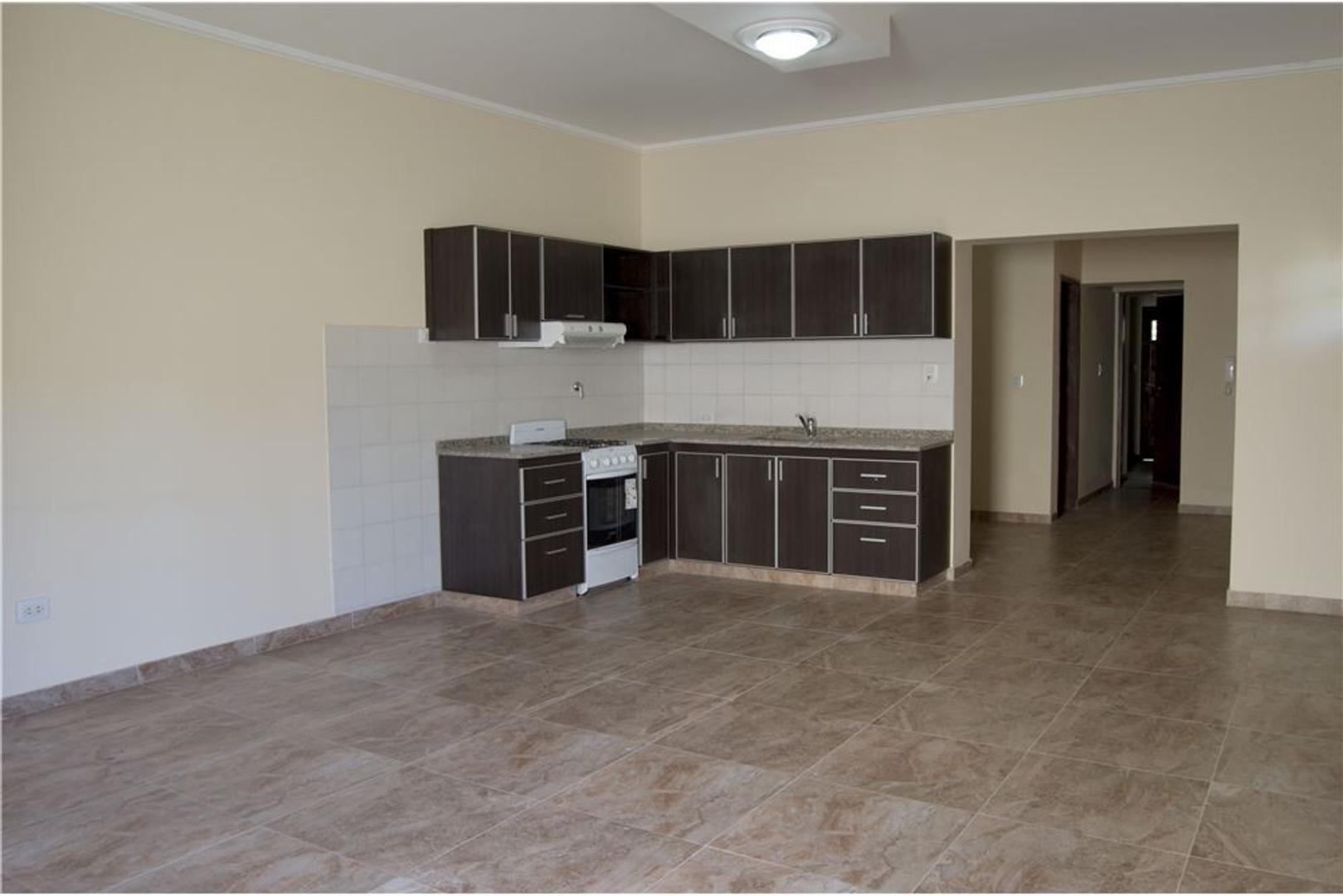 Vendo piso exclusivo de tres dormitorios.