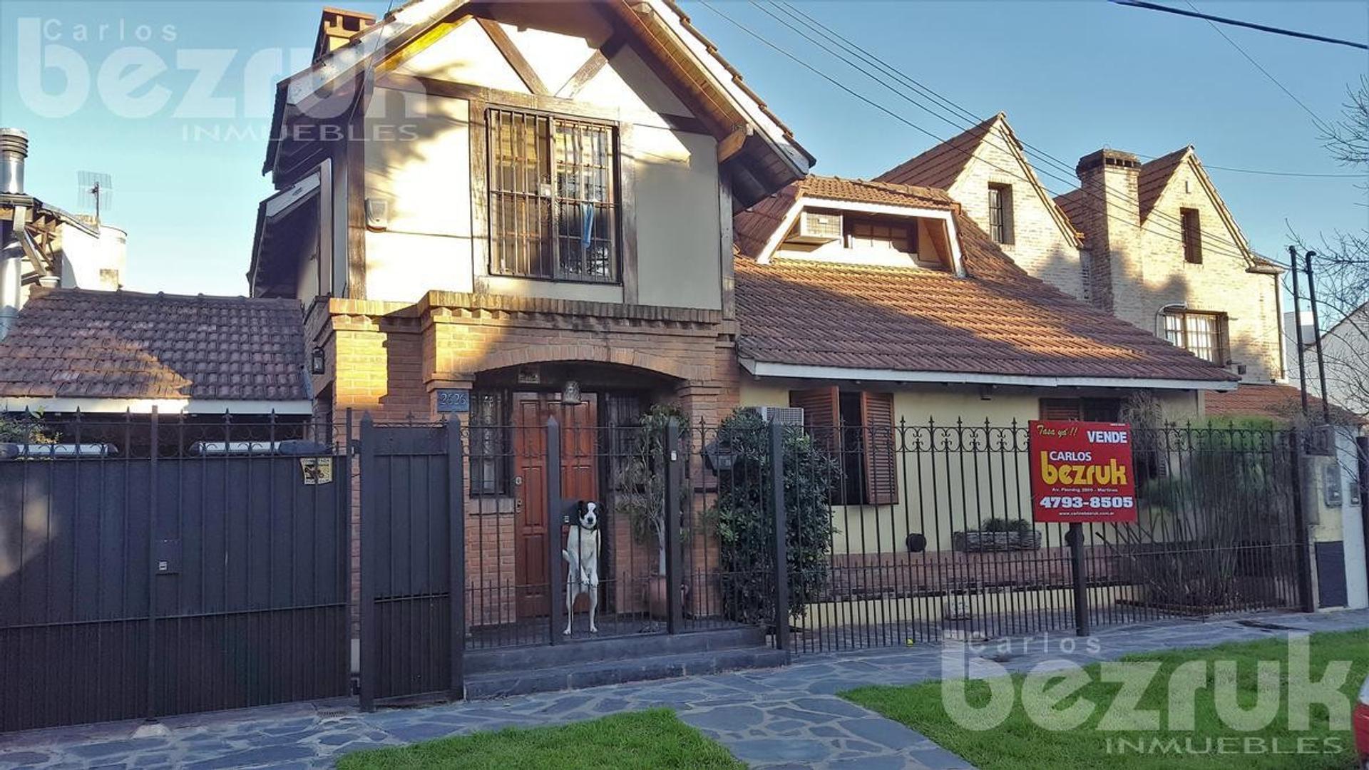 Casa venta; Martinez, 3 dormitorios, 2 baños, toilette, parrilla, garge