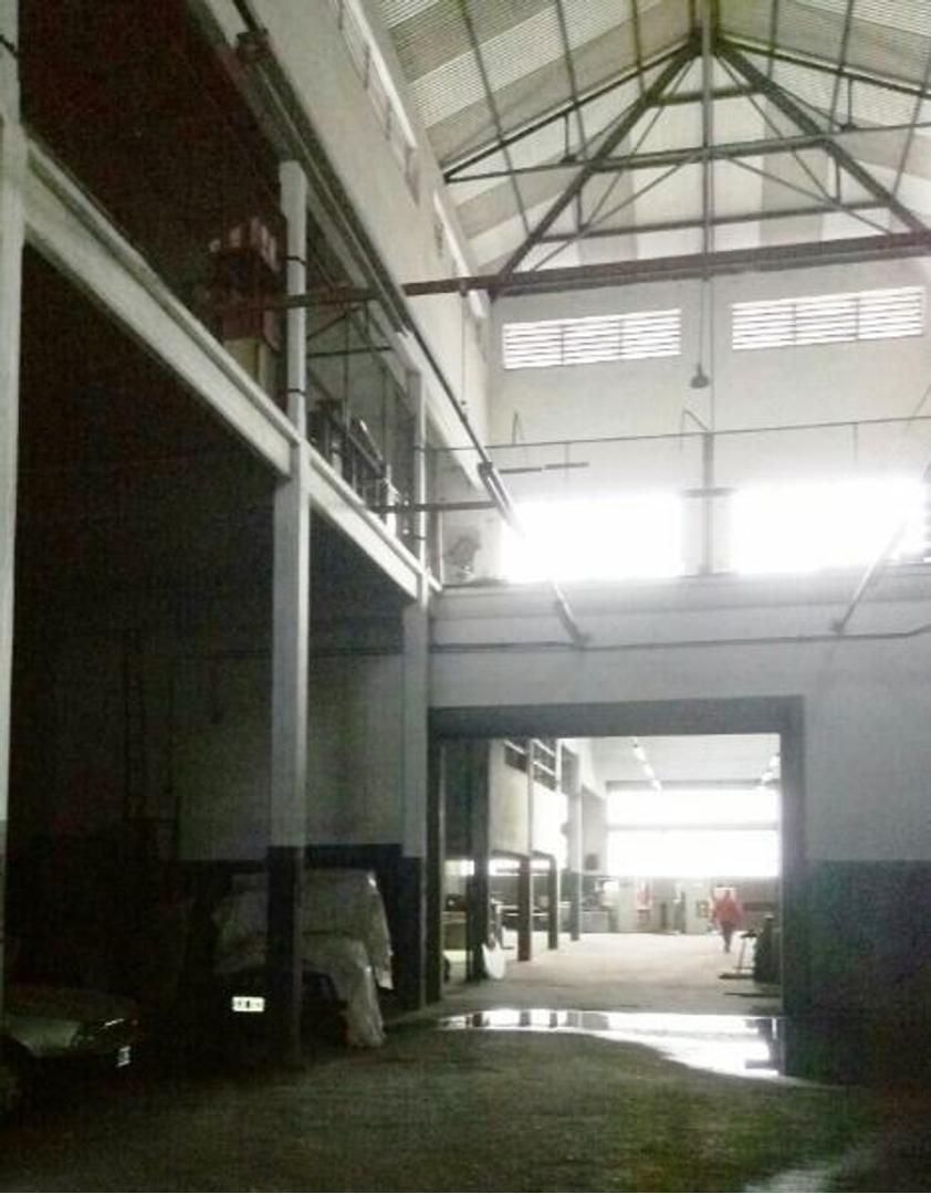 Amplísimo Galpón en Almagro 1287 m2  sobre calle Rawson al 100 a mts de Av.Rivadavia al 4200