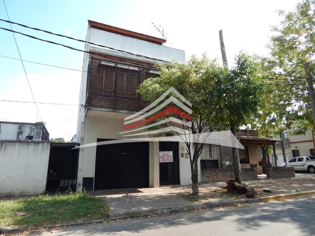 Triplex 5 amb 3 baños Patio - Garage - Frente - Independiente