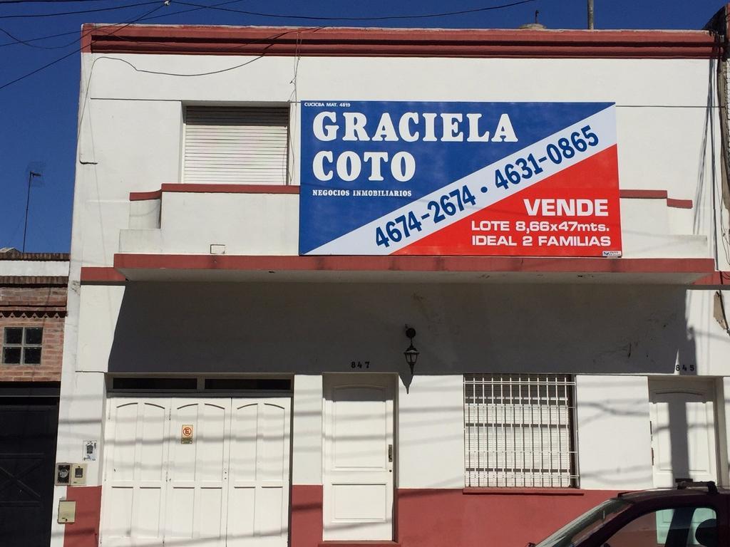 CASA EN LOTE PROPIO DE 8,66 X 46 - IDEAL 2 FAMILIAS - PILETA, GARAGE Y QUINCHO.