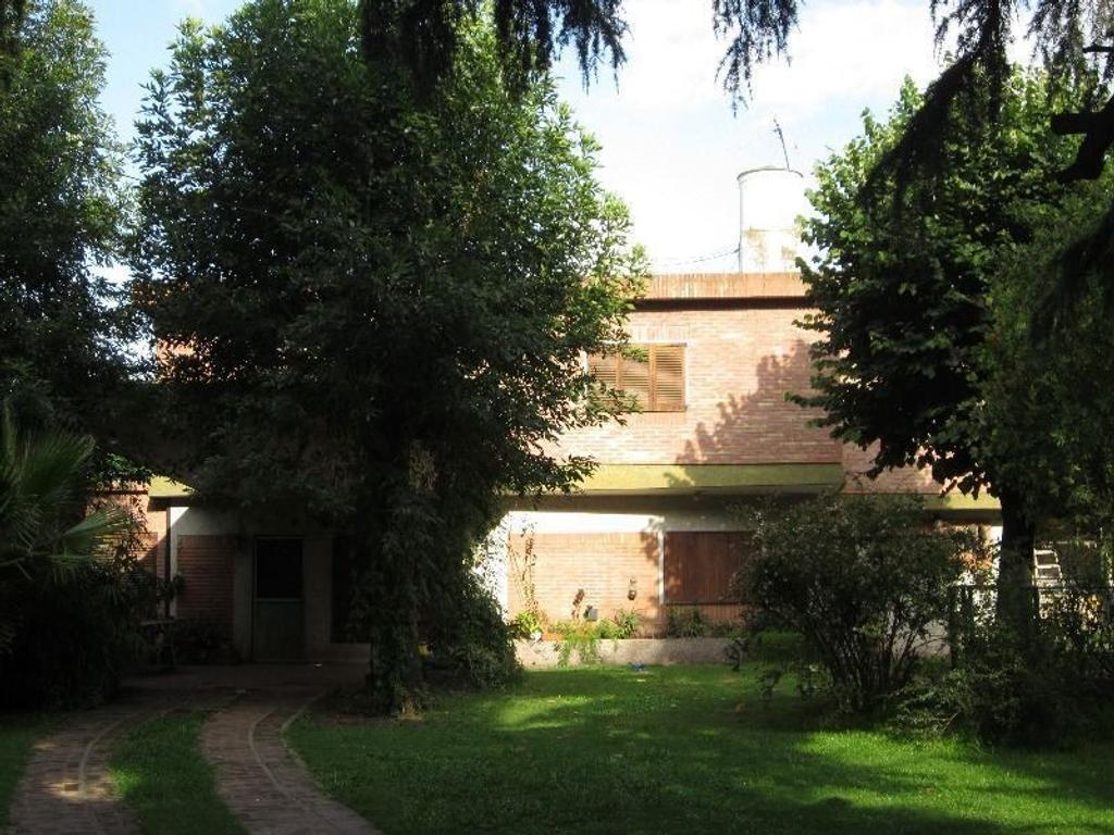 CASA  2 Planta3-  DORMITORIOS - LA LONJA - PILAR - 2 PLANTAS -  A metros de RUTA 8 - 900 M2 - PILETA