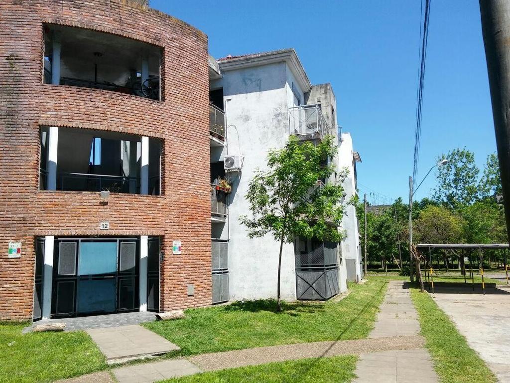 3amb, planta Baja, Barrio Italia, Jufre al 400 y Castillo,  espacio cochera, patio/parrilla