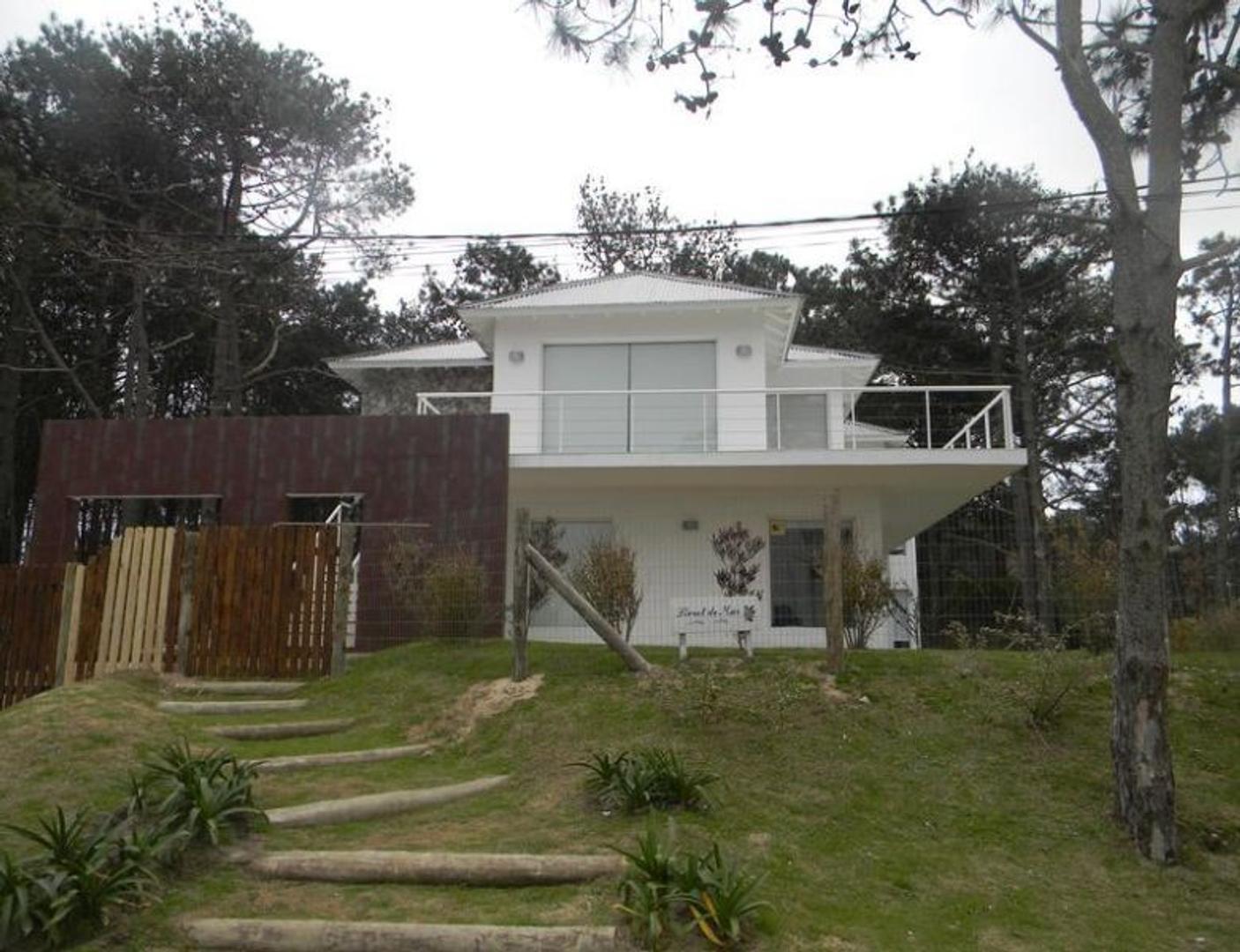 Casa en Alquiler Por Temporada en La Barra - 7 ambientes