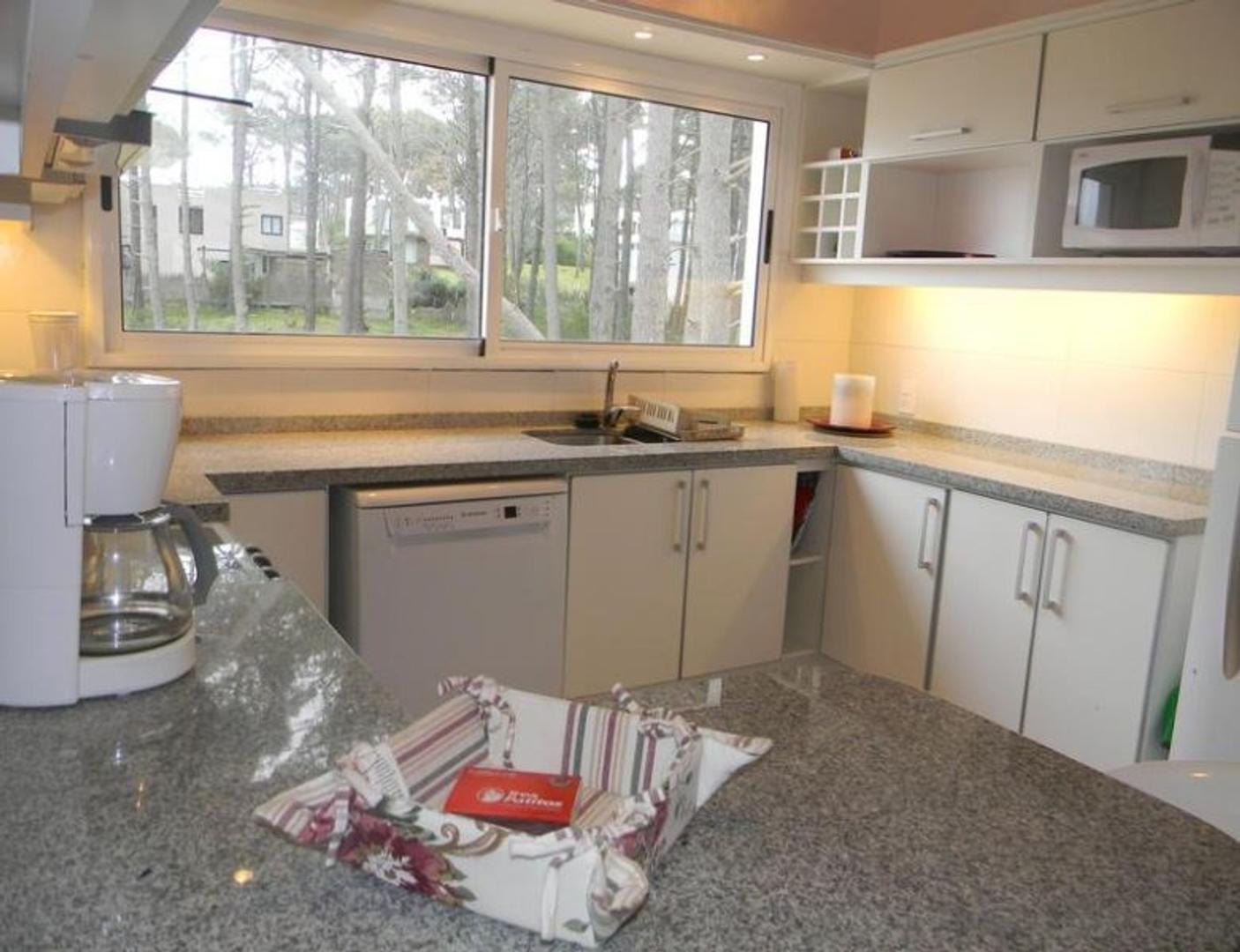 Casa - 300 m² | 6 dormitorios | 6 baños