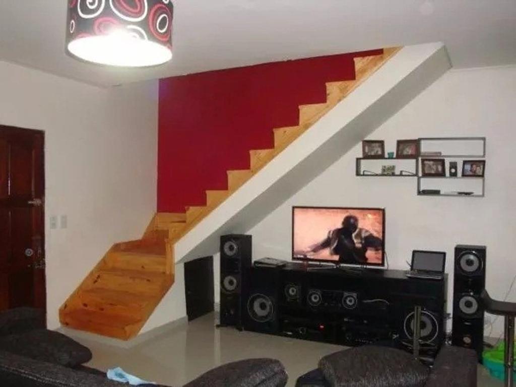 Casa en Aberastain al 3500, Lanus Este.-