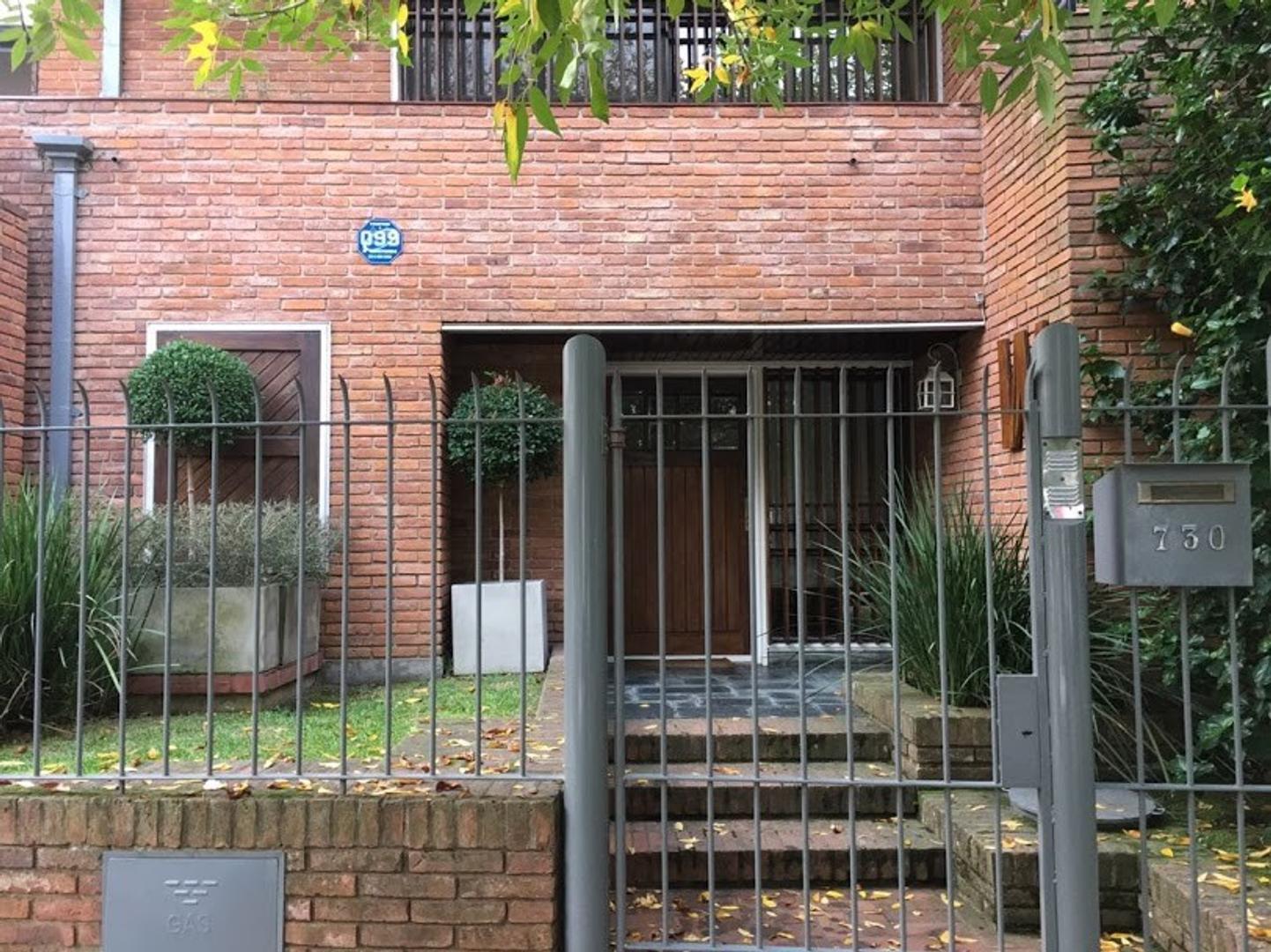 Casa en Alquiler en Acassuso Vias  /  Libertador