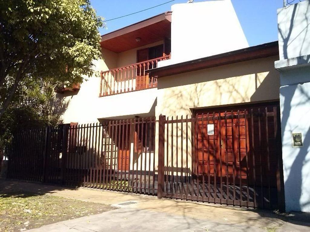 Excelente Casa con Garage y fondo