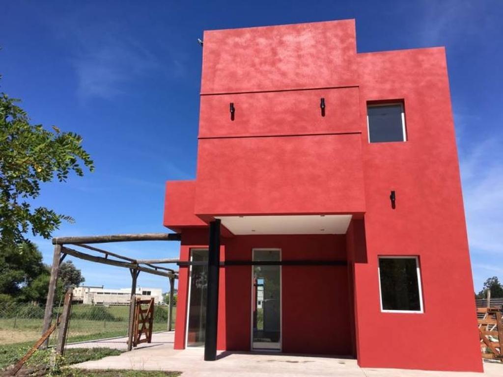 Casa  a estrenar en venta en Mar del Plata Barrio Arenas del Sur, Lote 157.-