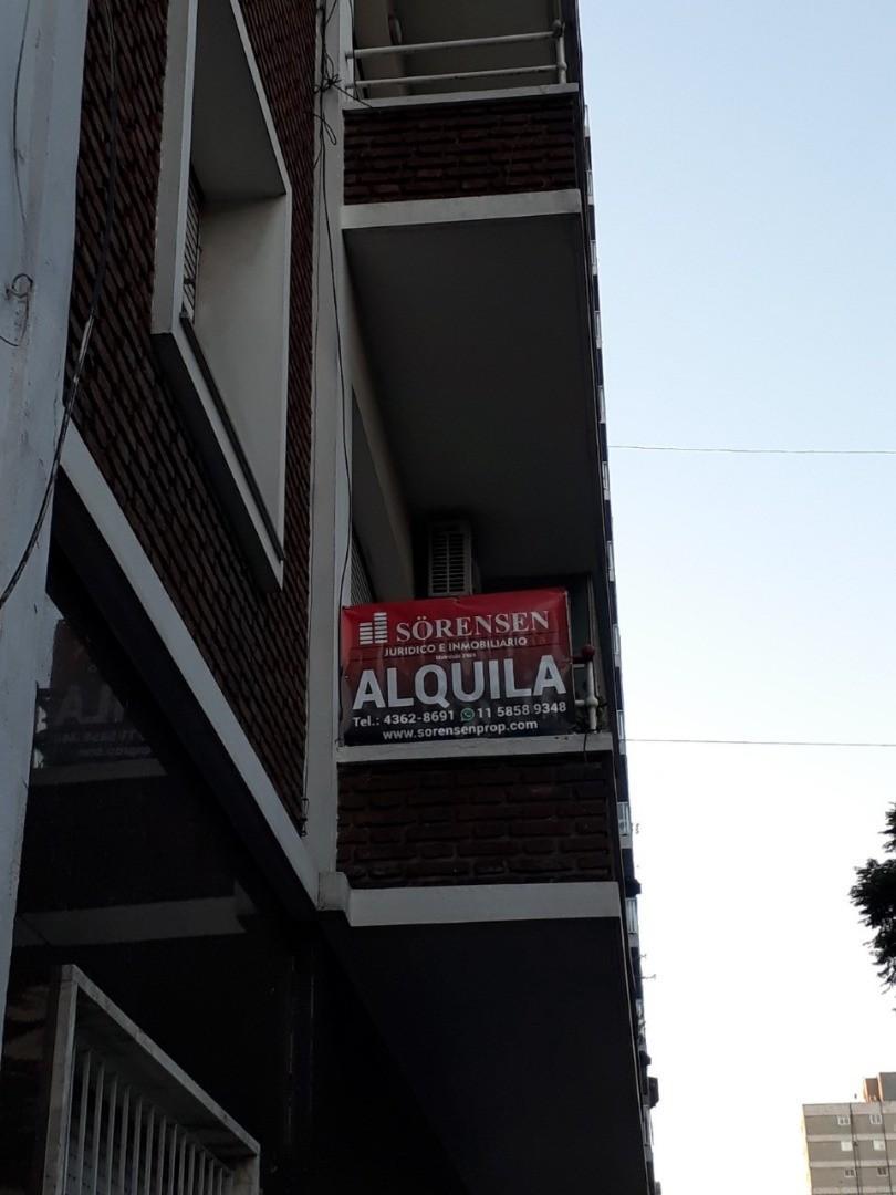 DEPARTAMENTO DE 3 AMBIENTES CON DEP.BALCON A LA CALLE