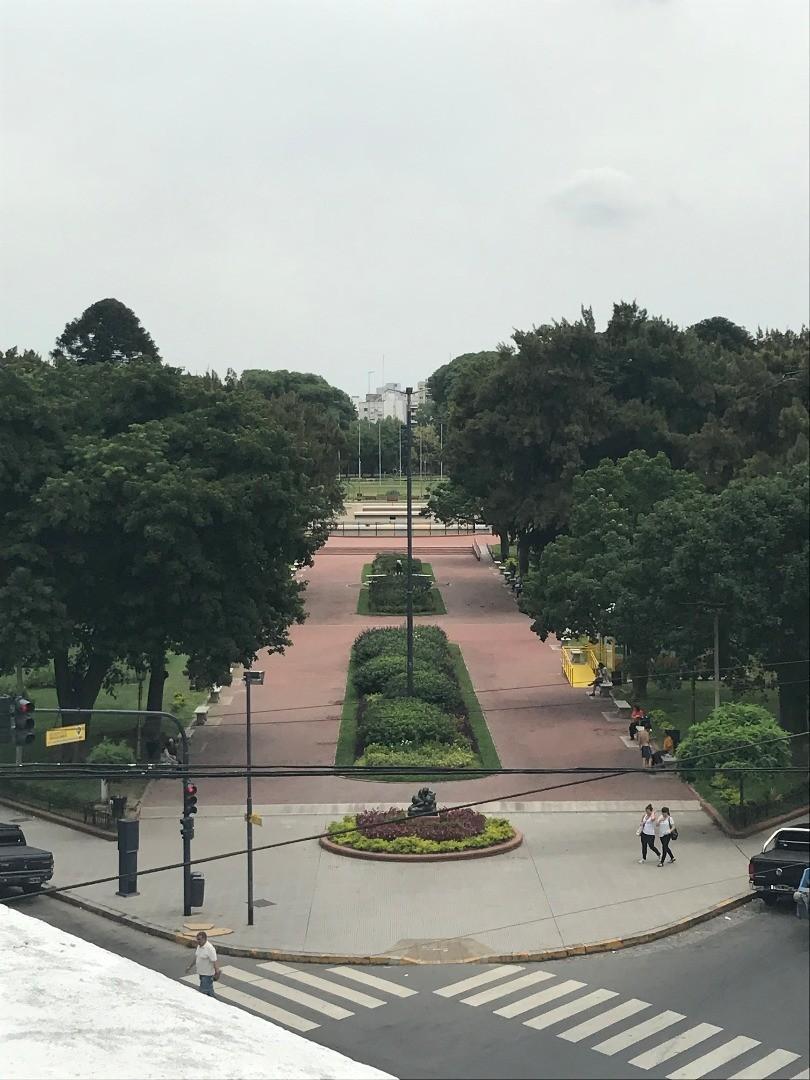 PH en primer piso frente al Parque Chacabuco. Sin expensas. GRAN TERRAZA PROPIA