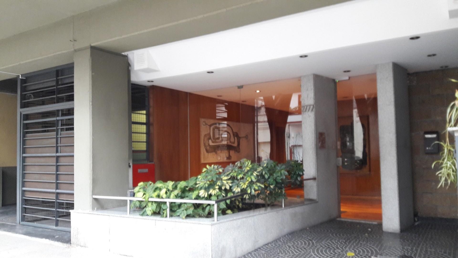 Venta 2 ambientes Sup. Total 54.98 m al contrafrente c/balcon corrido muy luminoso - excelente