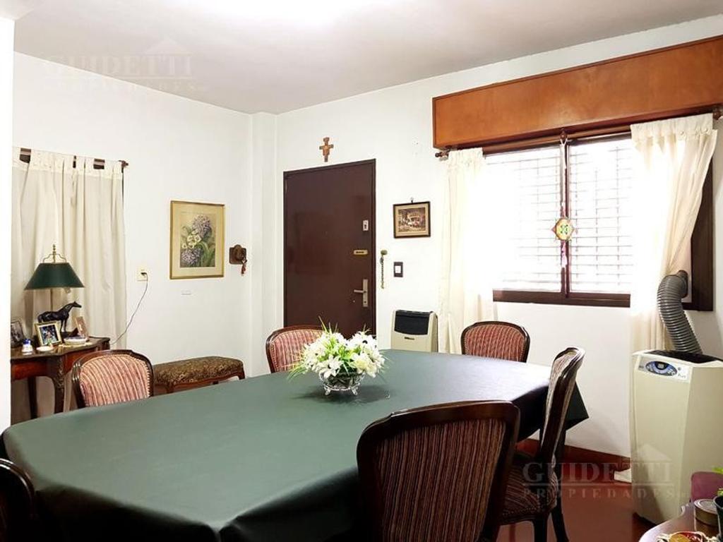 Gran casa  en venta 5  ambientes con cochera patio terraza  en Saavedra