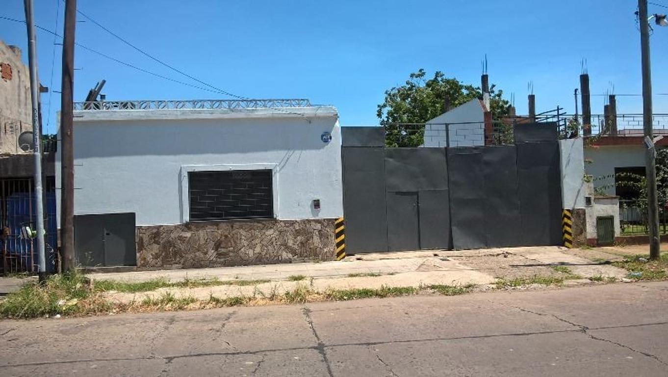 Deposito industrial en gral. San Martín (San Andres). Entrada de camión y descarga interna