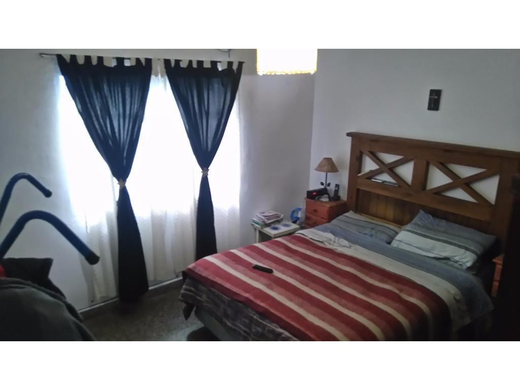 Casa en PH con dos dormitorios y patio.