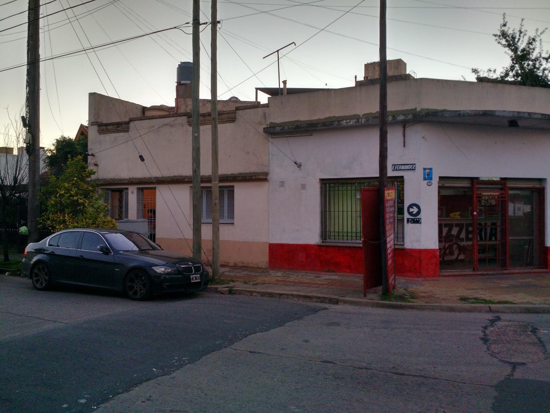 HERMOSA CASA DE 3 AMB EN ESQUINA CON ENTRADA DOBLE Y COCHERA. UNIDAD APTA CREDITO!