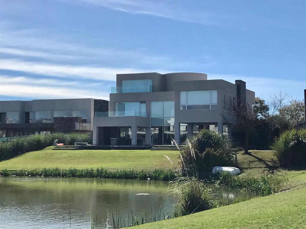 Exclusiva casa en venta en EL Golf de Nordelta
