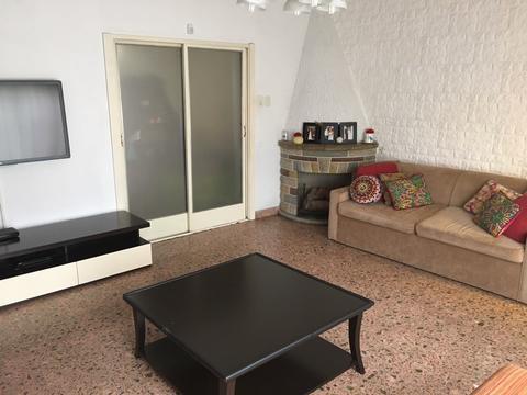 casa americana de 3a con dependencia cochera patio quincho living amplio coc-comedor apto credito