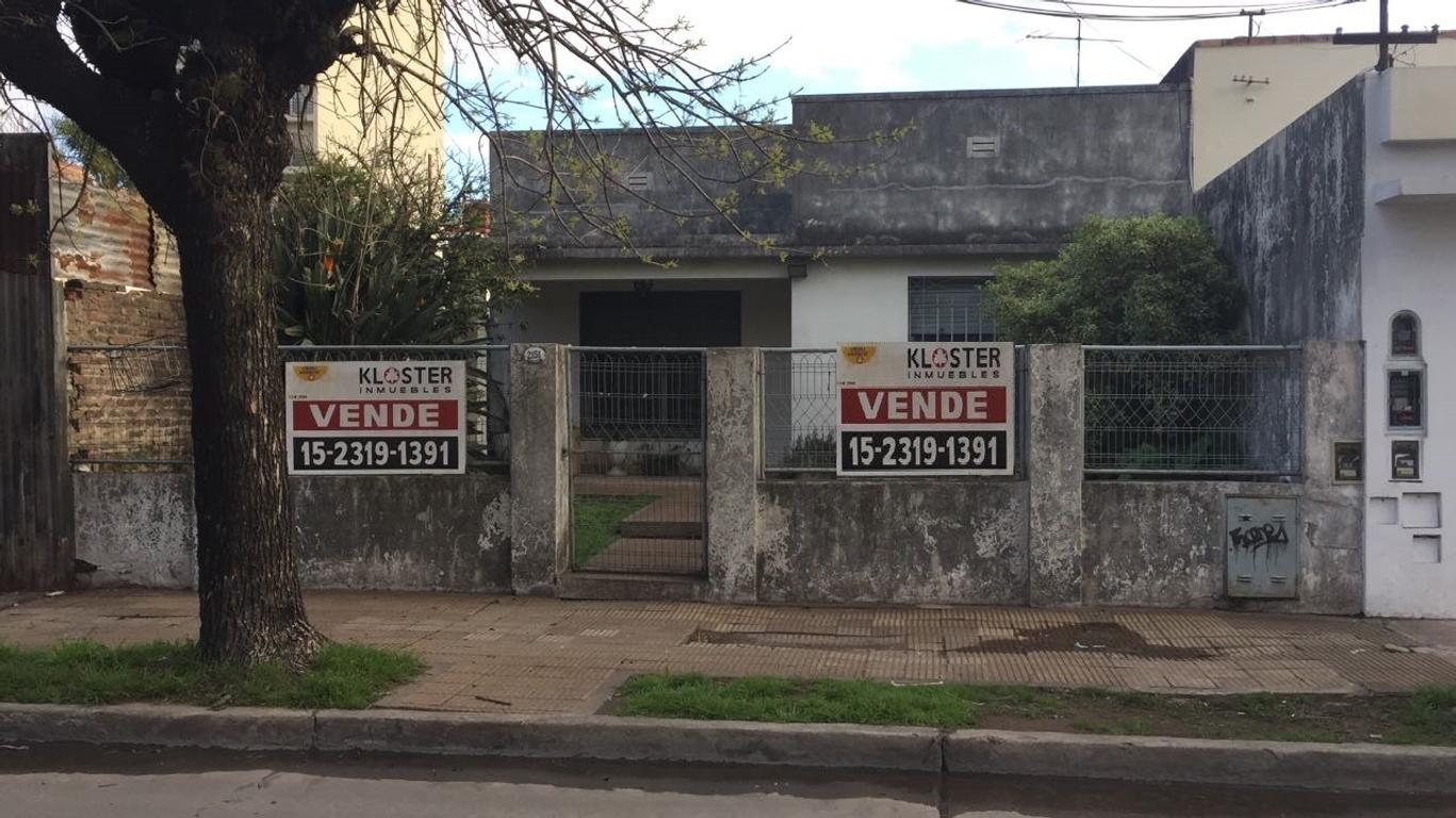 CASA CON EXCELENTE UBICACIÓN IDEAL PARA EMPRENDIMIENTO (EDIFICIO)