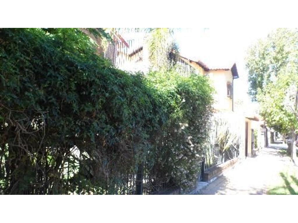 APTO CRÉDITO  Casa  4 Ambientes 2 Plantas  Garage Patio 4x4mts  Próximo Av.Maipu Zona Residencial