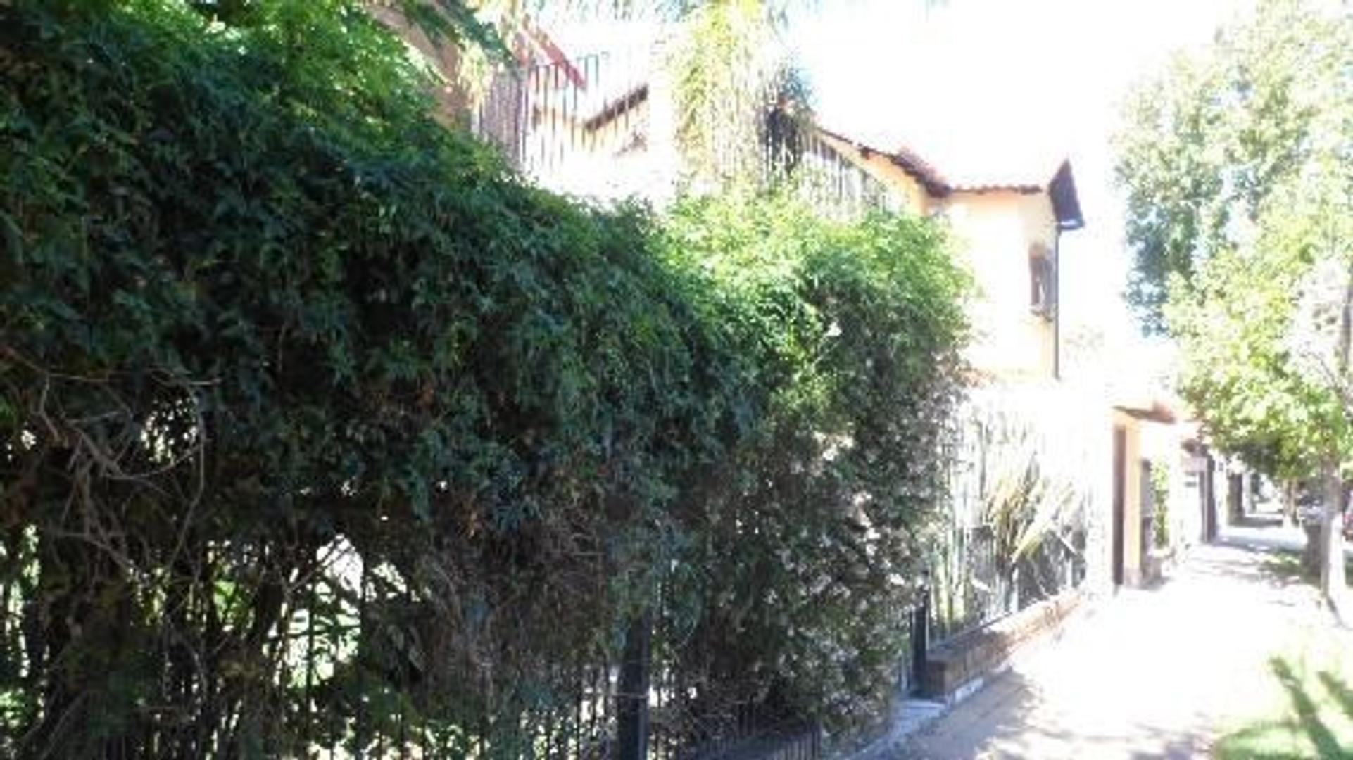 APTO CRÉDITO Oportunidad Casa  4 Ambientes 2 Plantas  Garage Patio 4x4mts  Próximo Av.Maipu