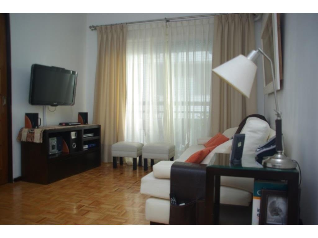 Hermoso tres ambientes con cochera cubierta en Olivos Bajo