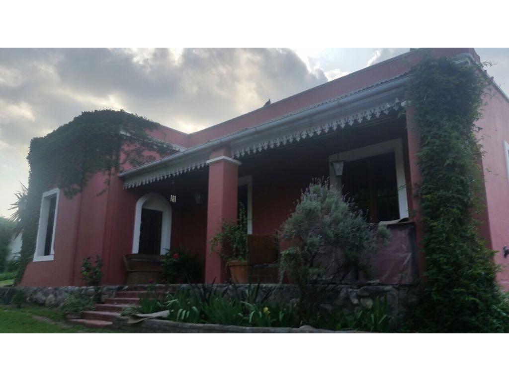 Magnífica propiedad residencial/comercial, 1900 m2 de terreno, Villa Allende