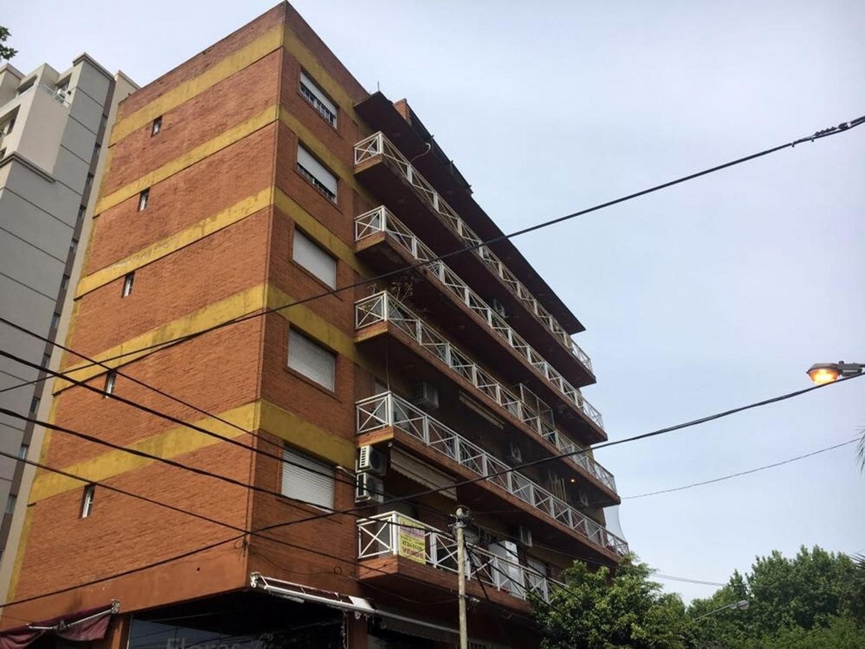 Excelente piso en San Martín centro con terraza propia! Excelente ubicación!