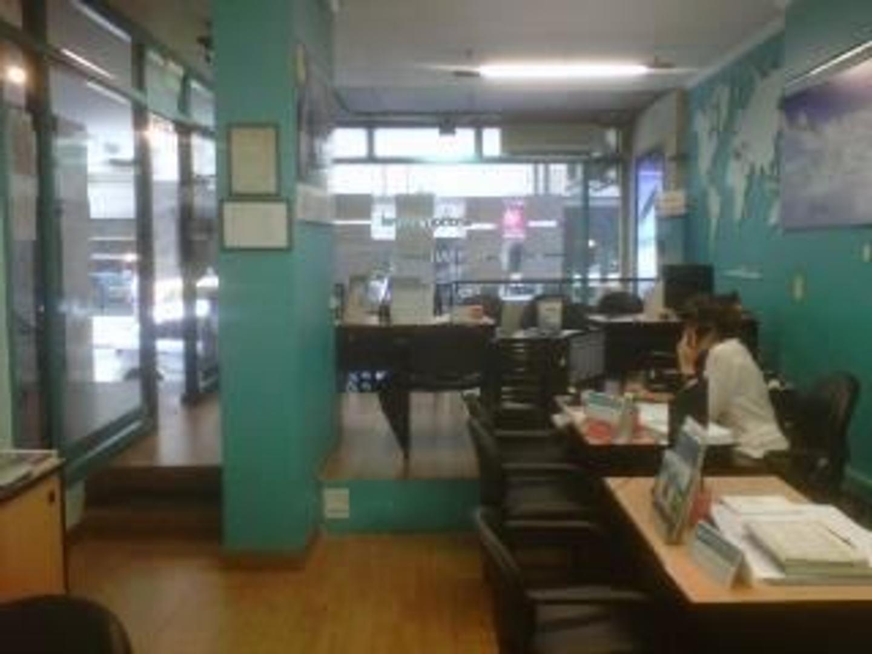 Excelente local del tipo corporativo, con aptitud de oficinas. REALMENTE OPORTUNIDAD!!!