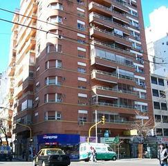 EXCELENTE DEPARTAMENTO 4 amb c/dep 3 dormitorios en suite, balcón al frente,  cochera fija cubierta.