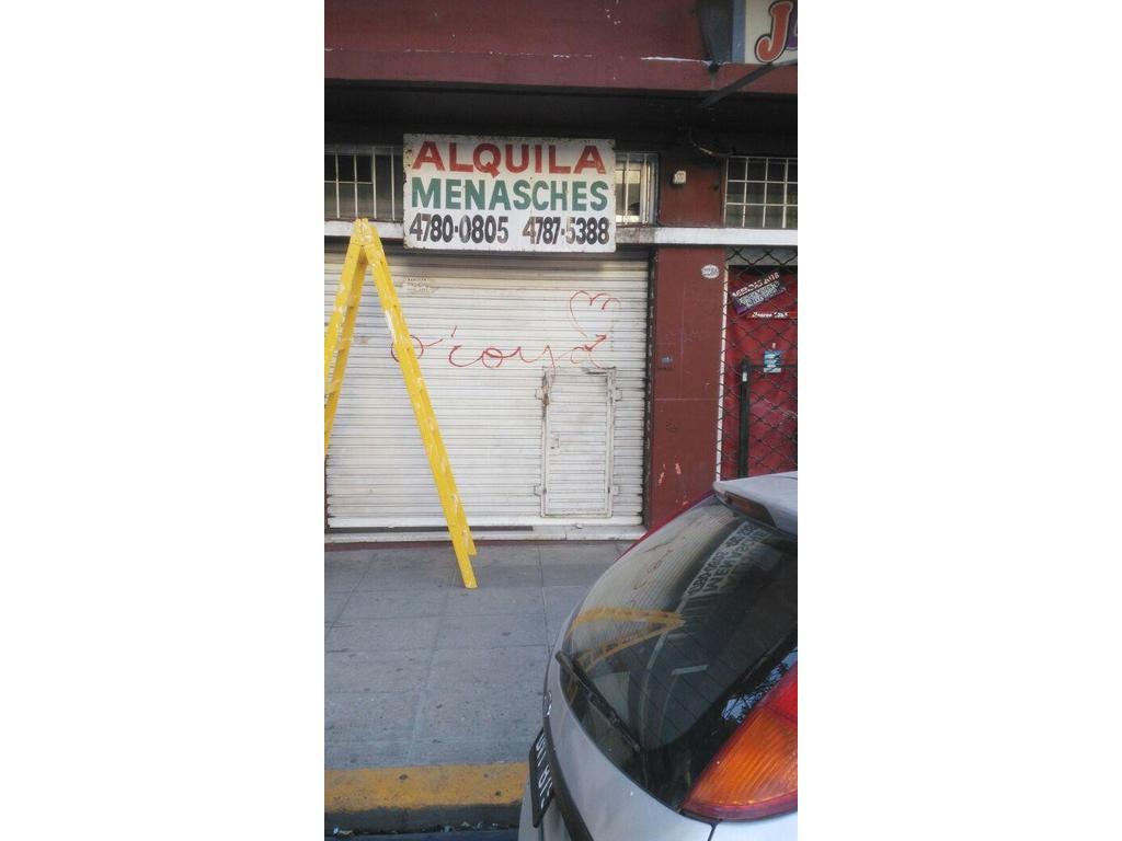 Muy buen Local Comercial 3x12 sobre Monroe. Belgrano