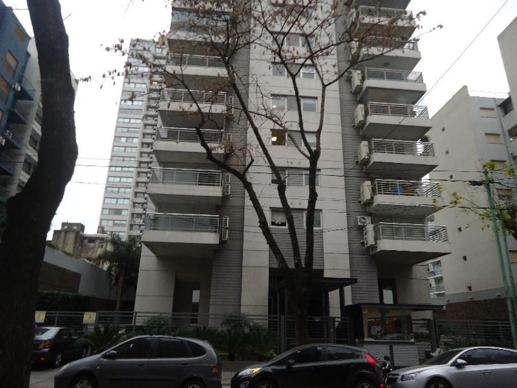 Tres Ambientes de Lujo con Cochera en  edificio de gran categoria en Belgrano, las Cañitas