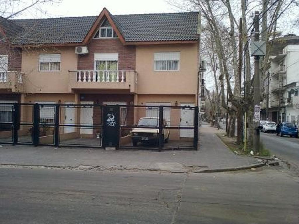 Casa en venta en lafayette y belgrano 2500 villa for Jardin belen villa ballester