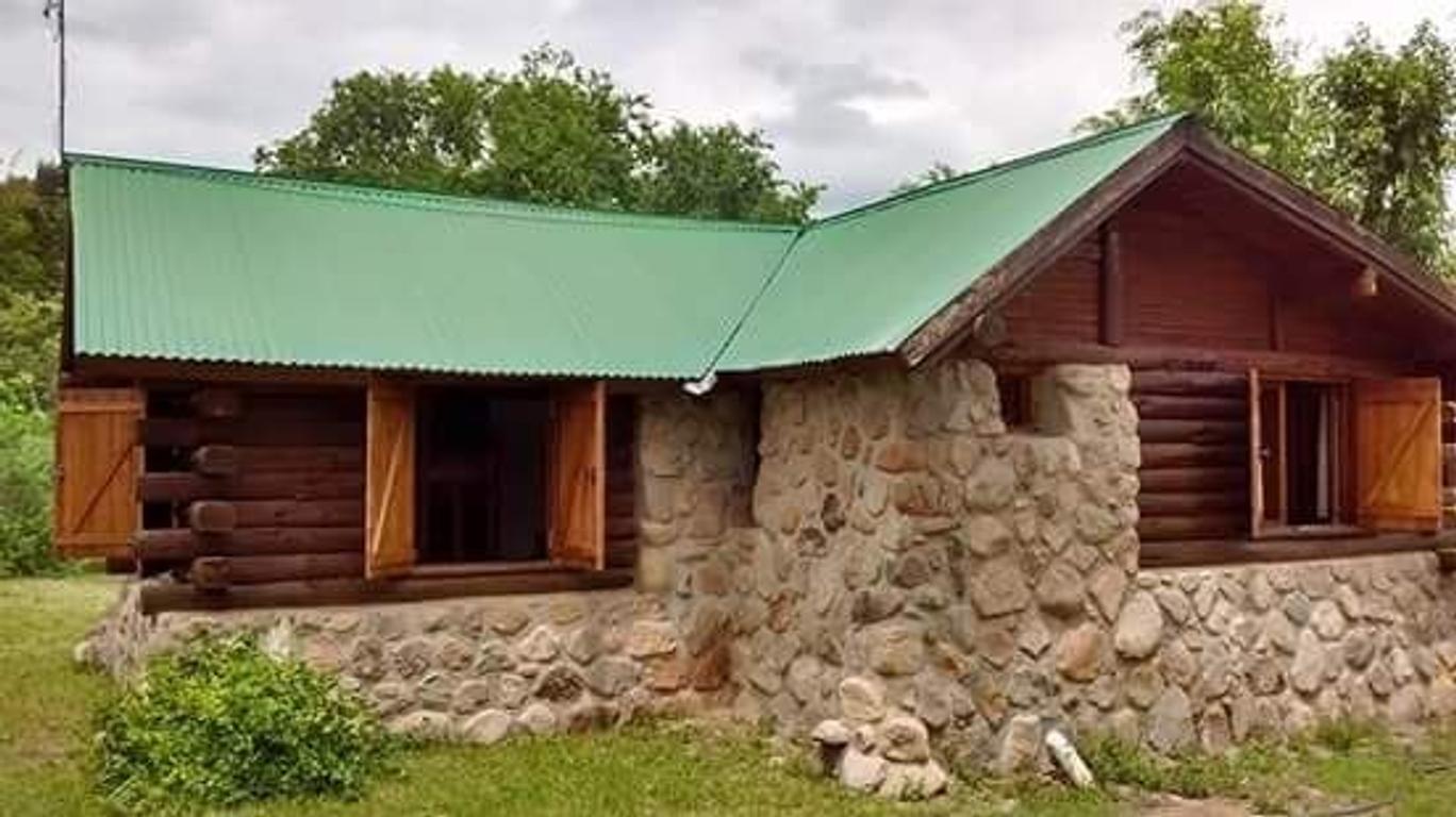 Villa Giardino. Casa de troncos y piedra