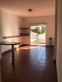 Duplex con cochera cubiera excelente estado zona muy segura y depto muy luminoso.