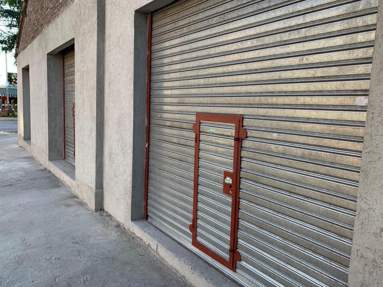 Local en Sarmiento esquina Sargento Cabral. Dueño directo.