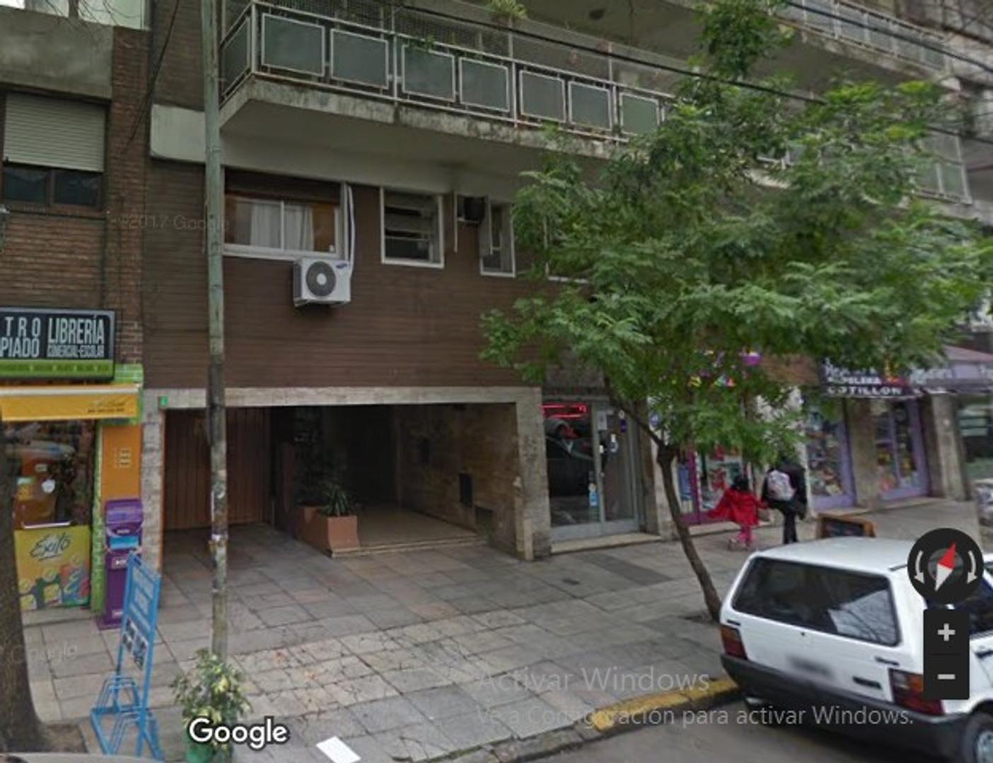 excelente cochera fija y cubierta en PB muy buen acceso a mts de Av Corrientes y a 1 cuadra subte B