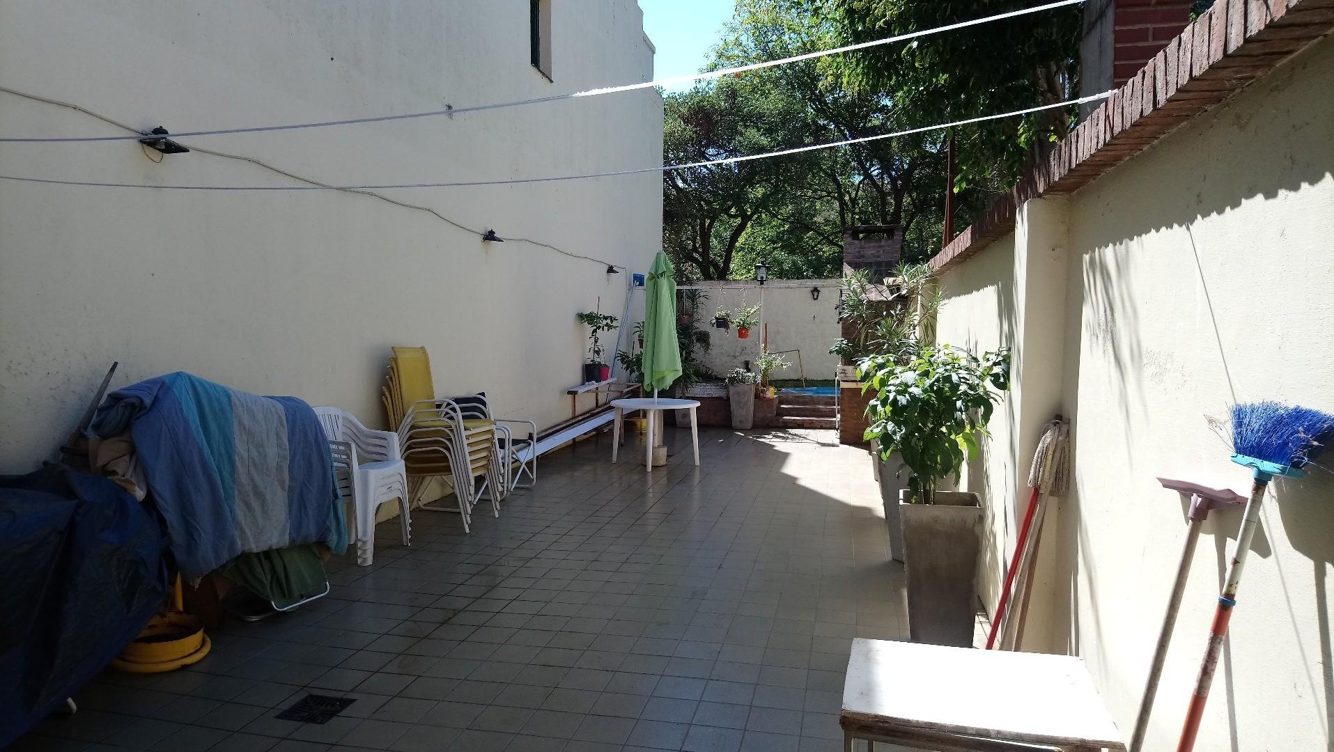 OPORTUNIDAD Hermosa Casa Amplia 4 Ambiente 280mts   4 ambientes + playroom Patio, Parrilla y pileta.