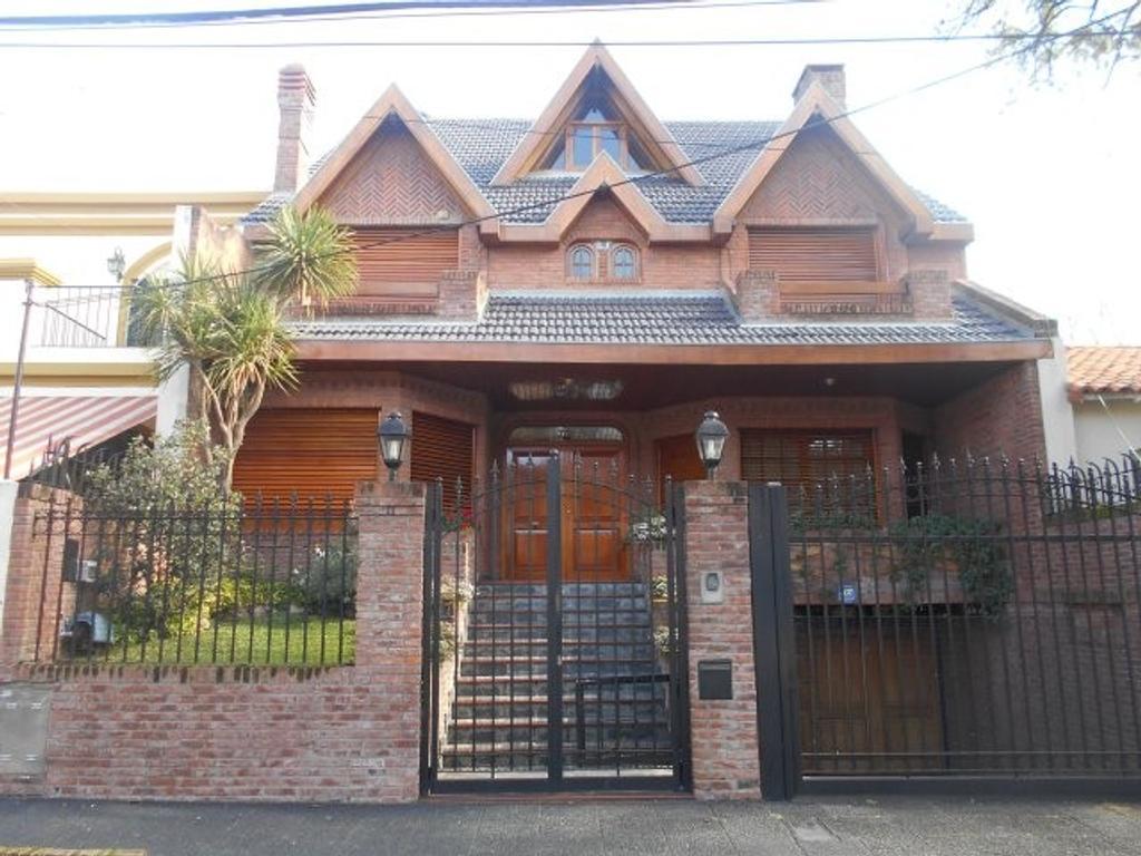 Rosales 3176, Residencia Unica , 610 m2 cub, s/ lote de 10.39 x 48.61 aprox