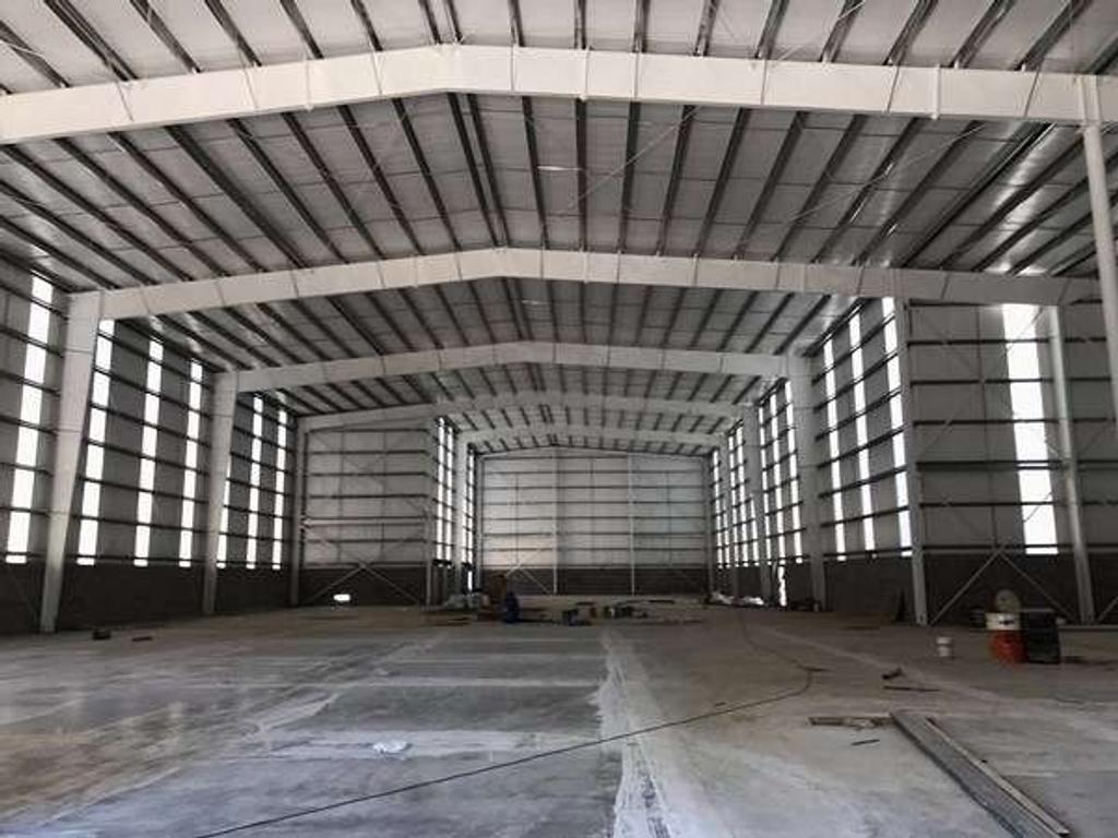 Planta Industrial de 2700 m2. Desarrollada en 1 nave(s) y en 1 planta(s). Playa de Maniobras, N...