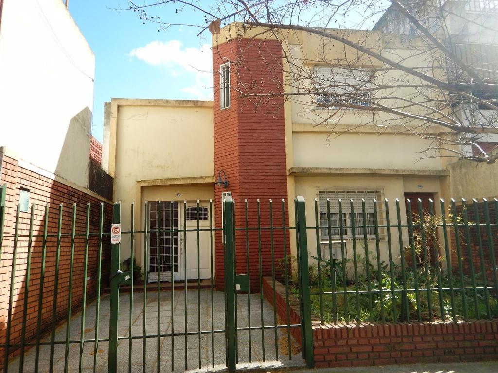 PH, apto préstamo. Al frente, entrada garage, jardín, 4 ambientes, patio, azotea- sólo vta a partic.
