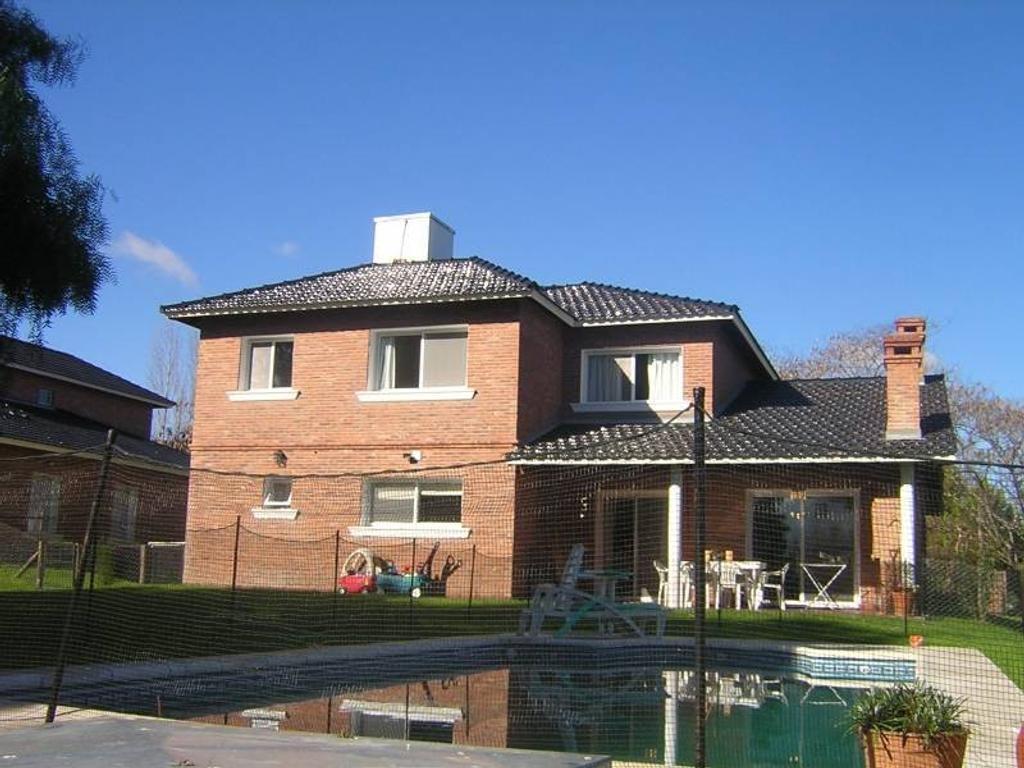 Alquiler de casa en Barrio Pilar del Lago - Pilar