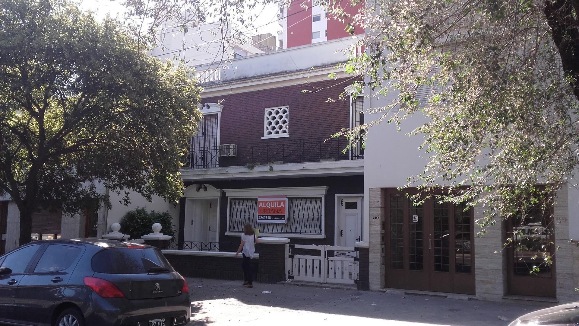 Casa 3 dormitorios. PARQUE y PILETA - Pellegrini frente a parque