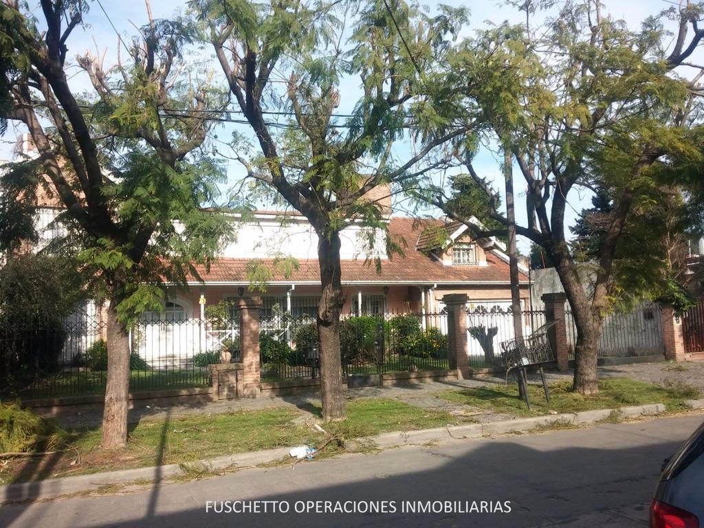 Casa de Categoria en Tapiales - Venta (Cod. 818)