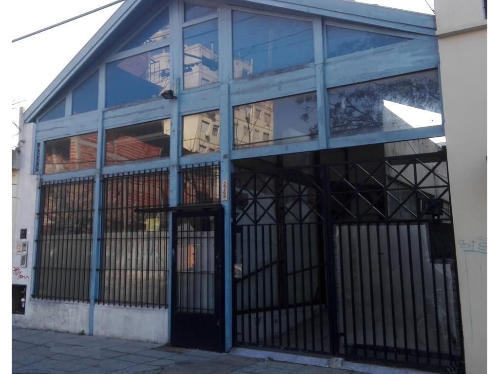 Alquiler de Excelente Local comercial, (Intendente Casares e/ Córdoba y Marengo)