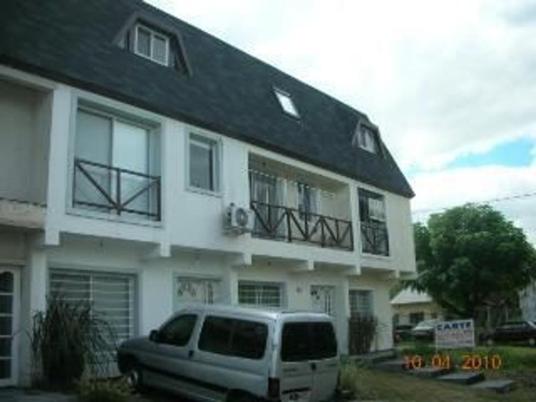 Casa en Venta en Villa Gobernador Udaondo - 4 ambientes