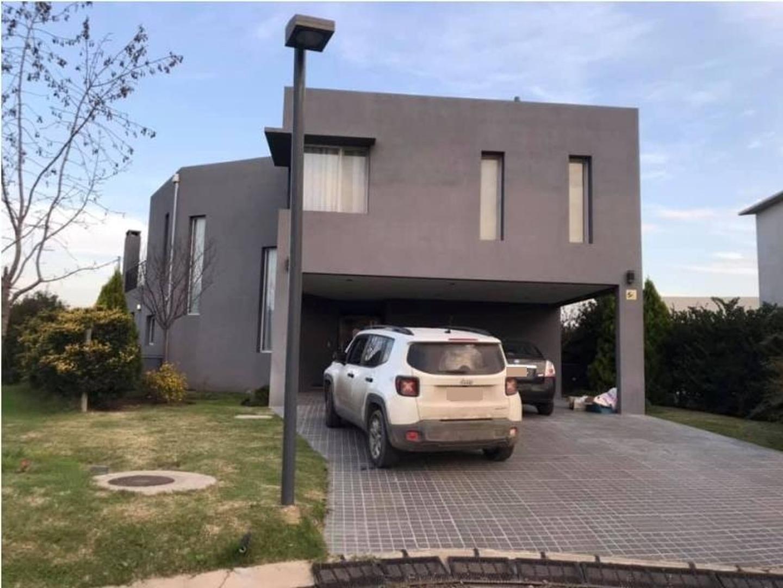 Casa en Alquiler en Ayres Plaza - 5 ambientes