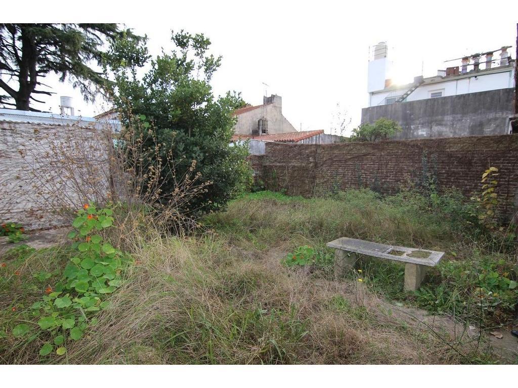Casa con Jardin - A refaccionar en Martinez