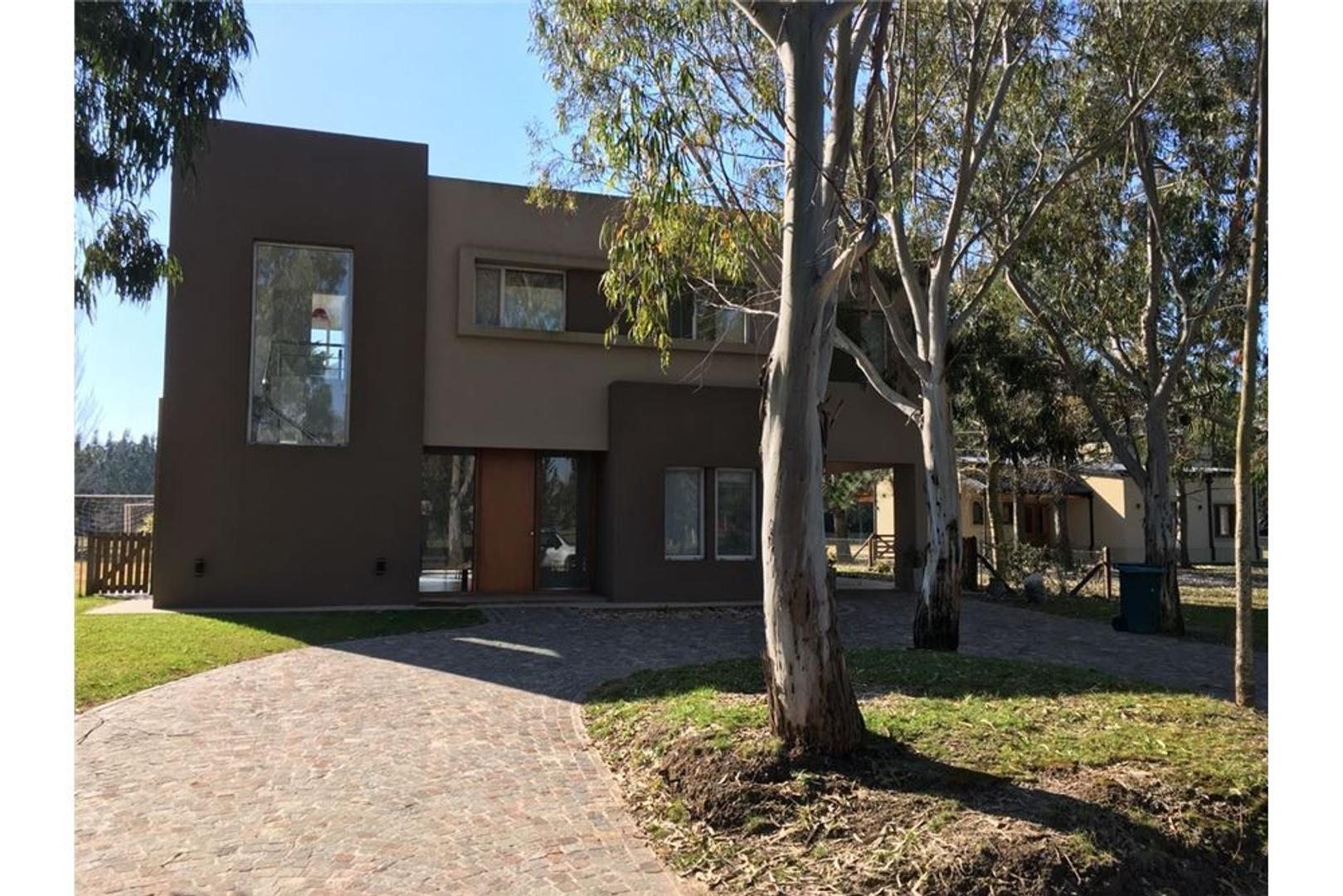 Casa en Venta en Club Miralagos - 5 ambientes